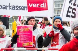 ver.di protestors with picket signs
