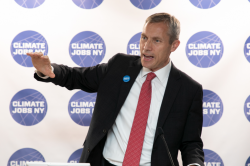 Dean Colvin speaks at Climate Job New York's Inaugural Gala